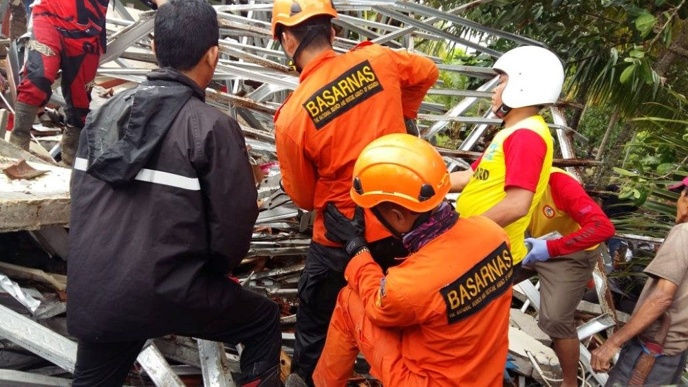 rescue-team-members-attempting-to-clear-debri-1545558537523.JPG