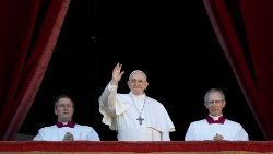 pope-francis-waves-after-delivering-the--urbi-1545738236261.JPG