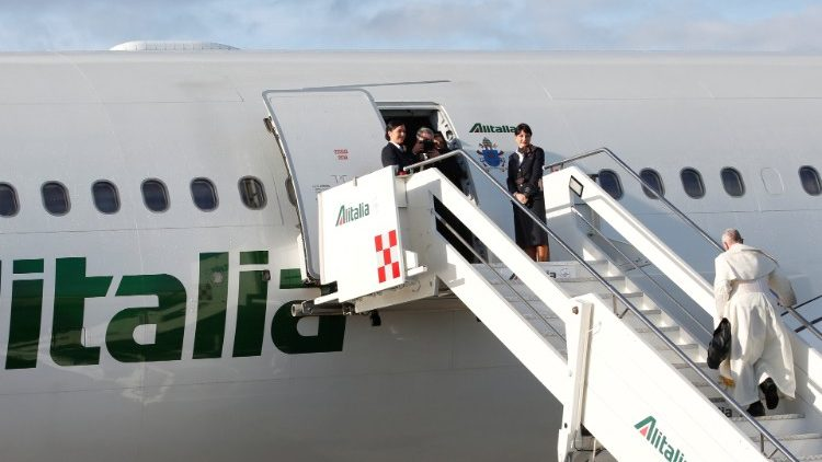 pope-francis-boards-a-plane-for-his-visit-to--1548232755503.JPG