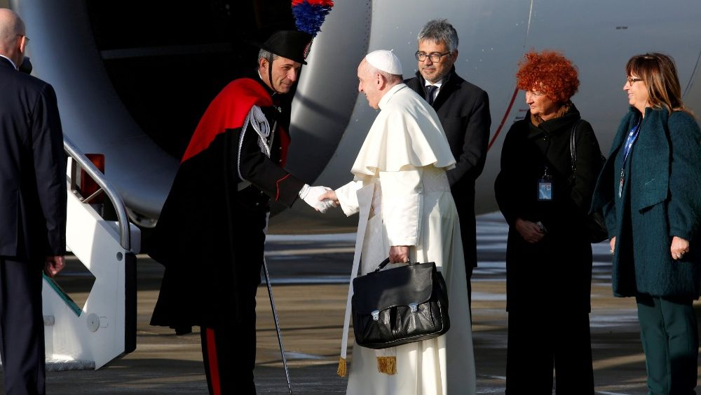 FILE PHOTO: Pope Francis boards a plane for his visit to Panama, at Leonardo da Vinci-Fiumicino Airport in Rome
