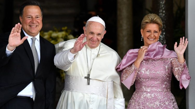 pope-francis-is-welcomed-by-panama-s-presiden-1548352762051.JPG