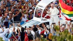 pope-francis-arrives-in-the-pope-mobile-to-at-1548391433302.JPG