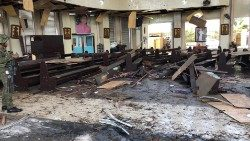 Filipinas. Bombas contra a catedral de Jolo: 27 mortos