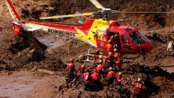 members-of-a-rescue-team-search-for-victims-a-1548693837017.JPG