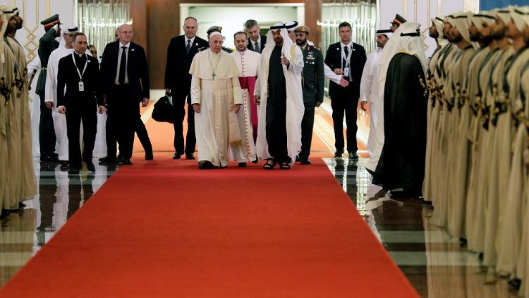 pope-francis-is-welcomed-by-abu-dhabi-s-crown-1549224549100.JPG