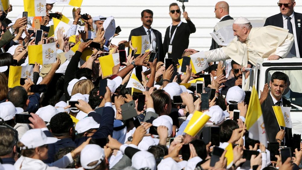 pope-francis-greet-people-as-he-arrives-to-ho-1549366438337.JPG
