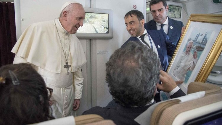 Pope Francis rececives gift on plane after UAE visit