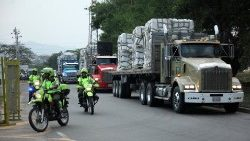 file-photo--police-officers-escort-trucks-as--1550614731253.JPG