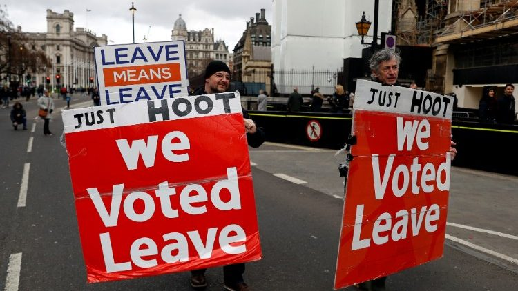 Pro-Brexit supporters demonstrate outside the Houses of Parliament