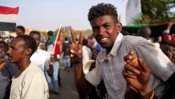 Sudanese demonstrators arrive outside the Defence Ministry in Khartoum to protest against the army's announcement that President Omar al-Bashir would be replaced by a military-led transitional council.