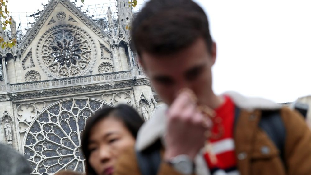 people-pray-near-notre-dame-cathedral-after-a-1555421031483.JPG