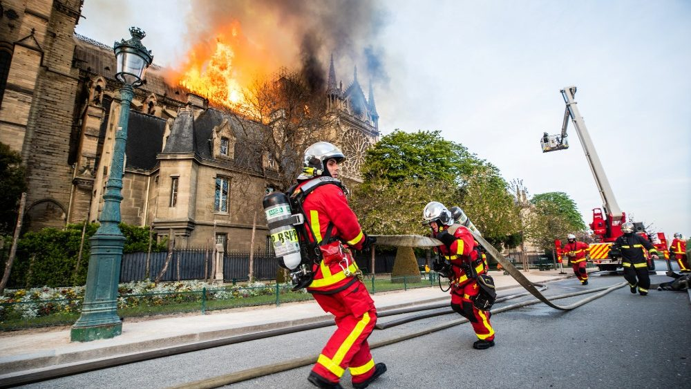 paris-fire-brigade-members-work-outside-the-n-1555425241182.JPG
