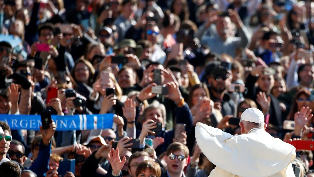 pope-francis-greets-faithful-as-he-arrives-at-1555487052390.JPG