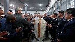 pope-francis-greets-inmates-and-guards-as-he--1555609147065.JPG