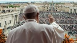 pope-francis-leads-the-easter-mass-at-st--pet-1555847074493.JPG