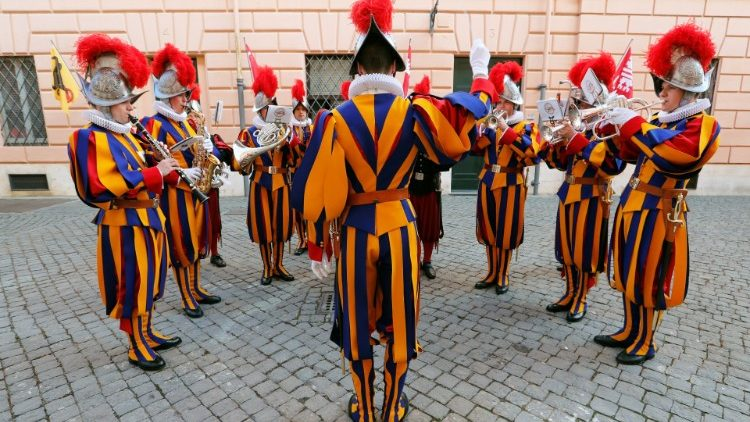 the-swiss-guard-band-plays-ahead-of-the-swear-1557163454574.JPG