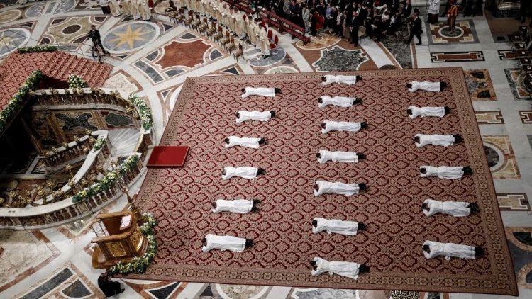 Messe d'ordination sacerdotale présidée par le Pape François dans la basilique Saint-Pierre, en mai 2019.