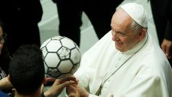 thousands-of-soccer-mad-kids-meet-pope-franci-1558696445114.JPG