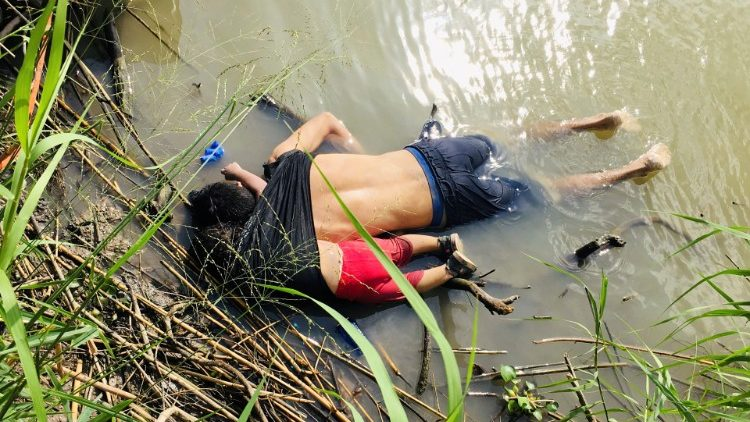 The bodies of a father and his daughter are seen in the Rio Grande River