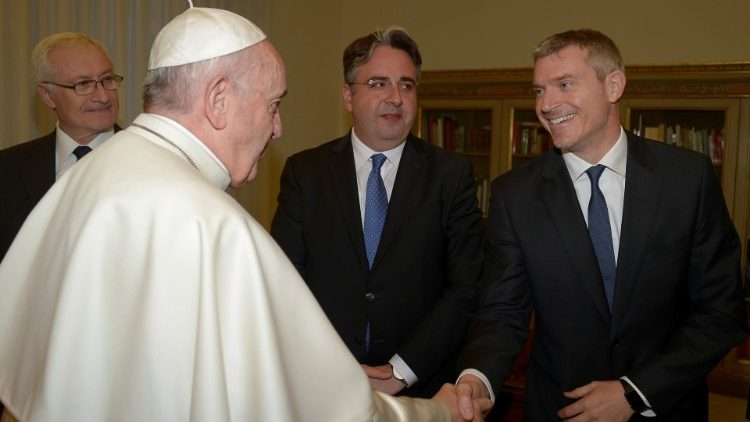 Pope Francis shaking hands with Matteo Bruni during his visit to Romania.
