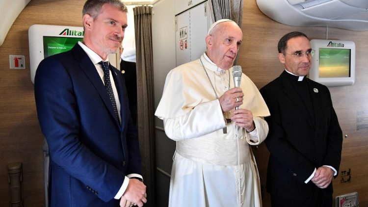 On board flight Al'talia A330 to Momabique Pope Francis remembers Bahamas in natural catastrophe