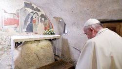 Pope visits place of first Nativity Scene, in Italian town of Greccio