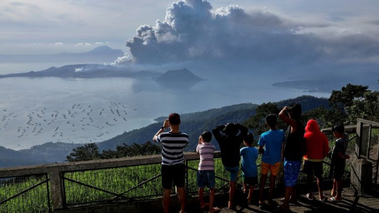 Residents in Tagaytay City watching the eruption of Taal Volcano.