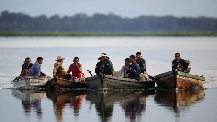 Pescadores na Amazônia