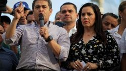 FILE PHOTO: Honduran President Juan Orlando Hernandez addresses supporters during a rally in Tegucigalpa