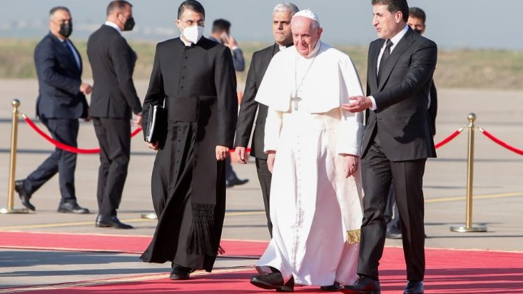 Pope Francis welcomed at Erbil by the President of the autonomous region of Iraqi Kurdistan