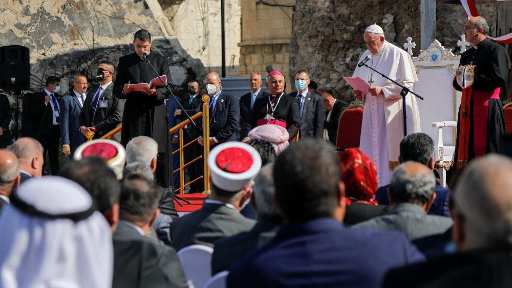 ĐTC cầu nguyện cho các nạn nhân chiến tranh
