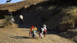 Ethiopians fleeing the ongoing fighting in Tigray region