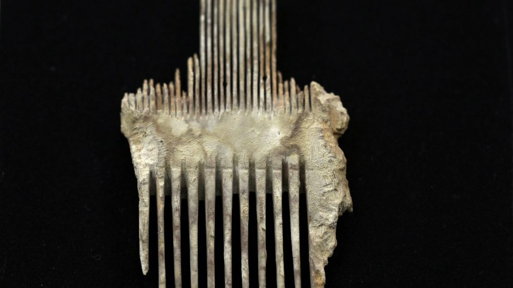 An ancient comb, part of various artefacts recently discovered in the Judean Desert caves along with scroll fragments of an ancient biblical texts, is seen during an unveiling event for media at Israel Antiquities Authority laboratories in Jerusalem