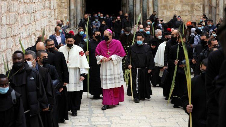Đức Thượng Phu Pierbattista Pizzaballa trong ngày lễ Lá