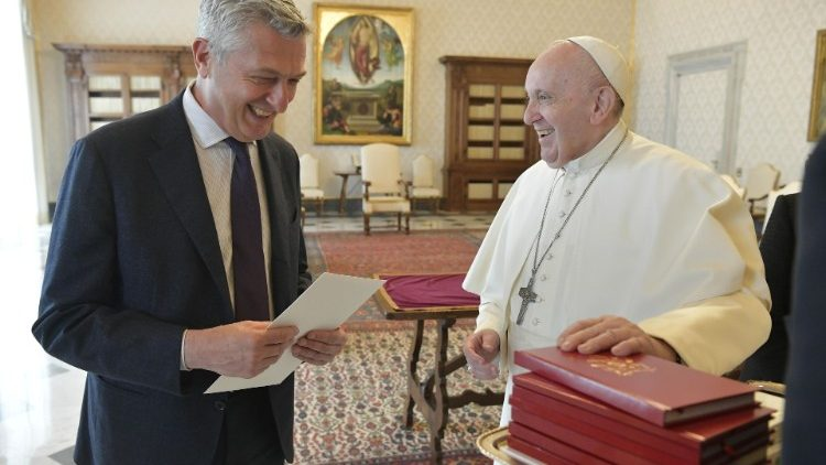Pope Francis and UN High commissioner for Refugees, Filippp Grandi in the Vatican.