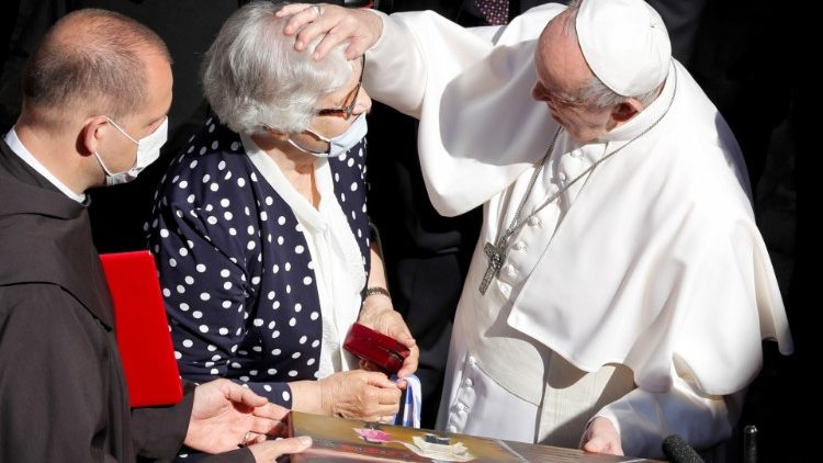 Pope Francis with Lidia Maksymovich at the General Audience