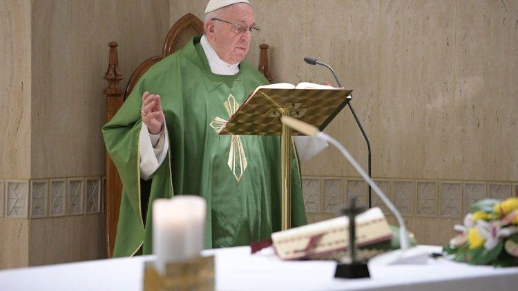 Papa Francisco homilía Santa Marta autoridad coherencia