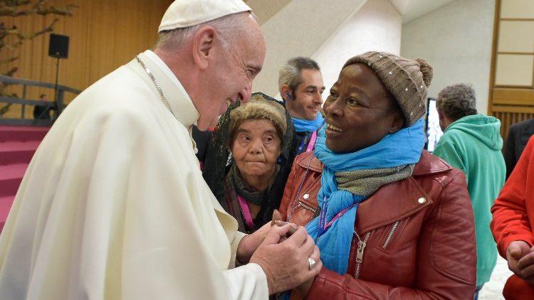 Papa Francisco instituiu o Dia Mundial dos Pobres ao final do Jubileu da Misericórdia