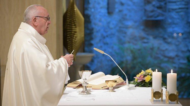 Papa Francisco celebra na Casa Santa Marta