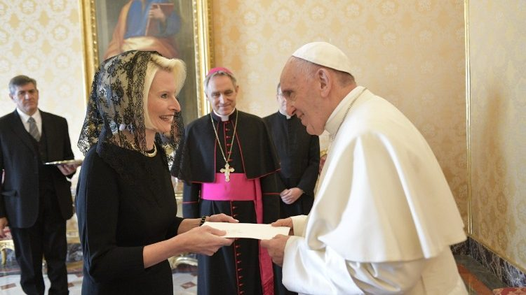 Callista Gingrich, new US Ambassador to the Holy See, presents her credential letters to Pope Francis
