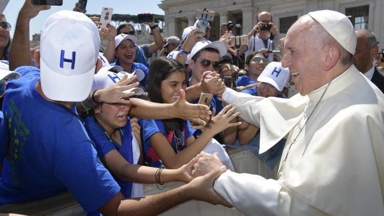 Paven pa resa i mellanostern