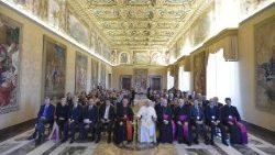 Le Pape recevant la fondation Gravissimum Educationis