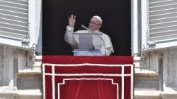 Pope at Angelus: 'faith in Jesus allows us to carry out God's works'
