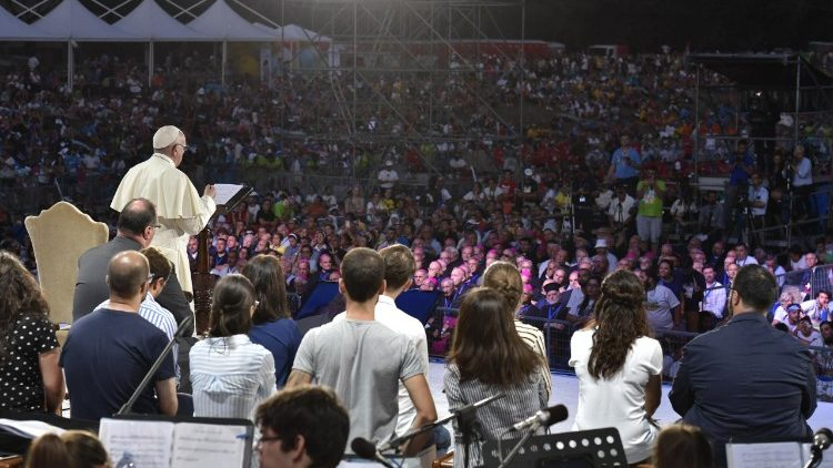 Pope Francis with young Italian pilgrims in Rome's Circus Maximus