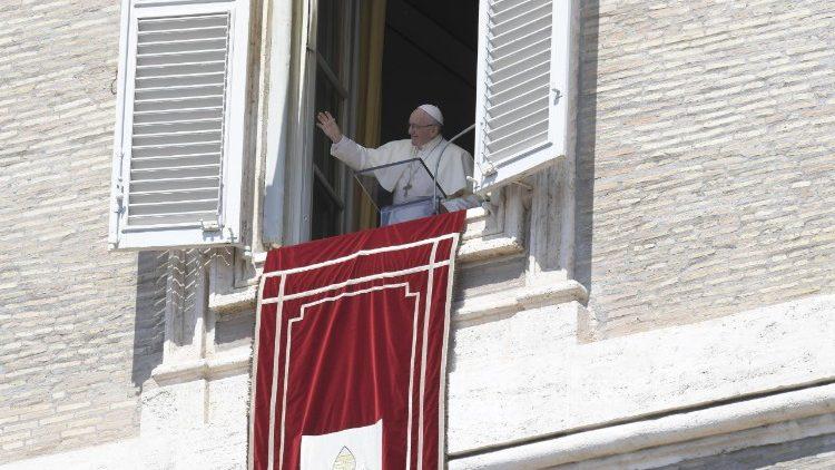 Le Pape François lors de la prière de l'Angélus, dimanche 19 août 2018