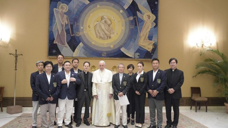 Pope Francis meets members of the Tensho Kenoh Shisetsu Kenshoukai Association from Japan