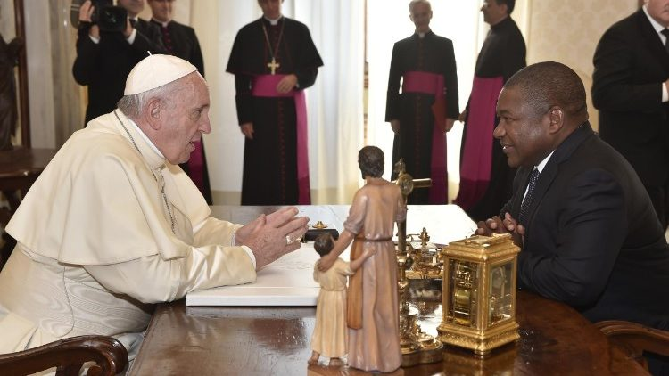 Pope Francis meets with Mozambican President Felipe Nyusi