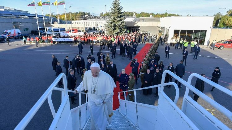 Pope Francis departs for Estonia