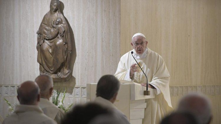Papa celebra a missa na capela da Casa Santa Marta