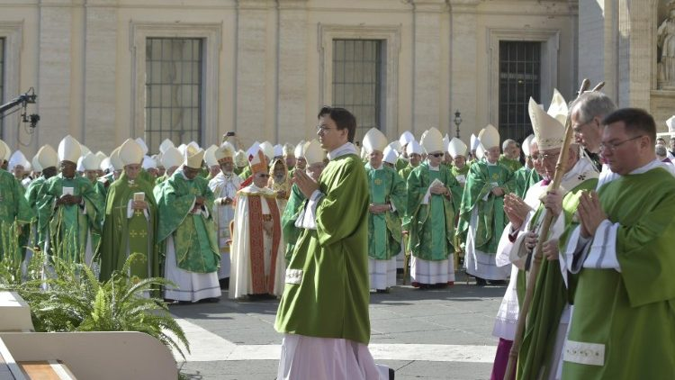 Opening Mass of the XV Synod of Bishops celebrated in St Peter's Square